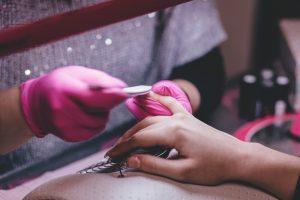 Read more about the article Programează-te online pentru o manichiură perfecta!